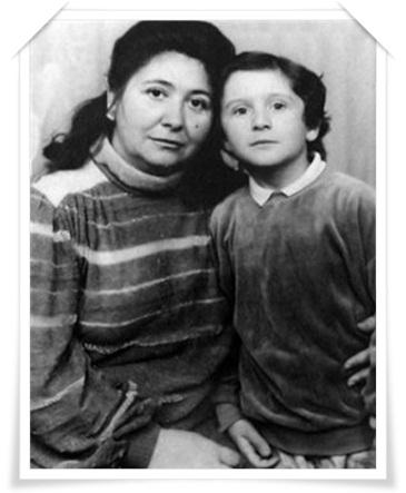 Славик с мамой.jpg